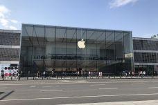 1200px-201805_Apple_Store_West_Lake-1.jpg