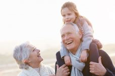 1490088432_sindrome-abuelos-esclavos-bienestar-emocional-GAES-Te-Cuida.jpg