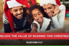 RadiumOne_Christmas_Insights_2017_000.jpg