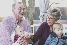 grandparents-1969824_1920-600x400.jpg