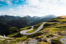 picjumbo_nockalm-road-austria-2210x1473.jpg