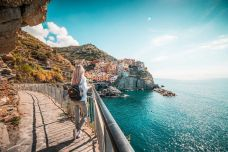 picjumbo_young-traveler-admires-beautiful-manarola-town-italy-2210x1473.jpg