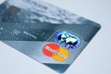 plastic-card-1647376_960_720.jpg